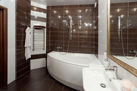 Wit bruin bad. Ontwerp, ontwerp van een bruine badkamer ...