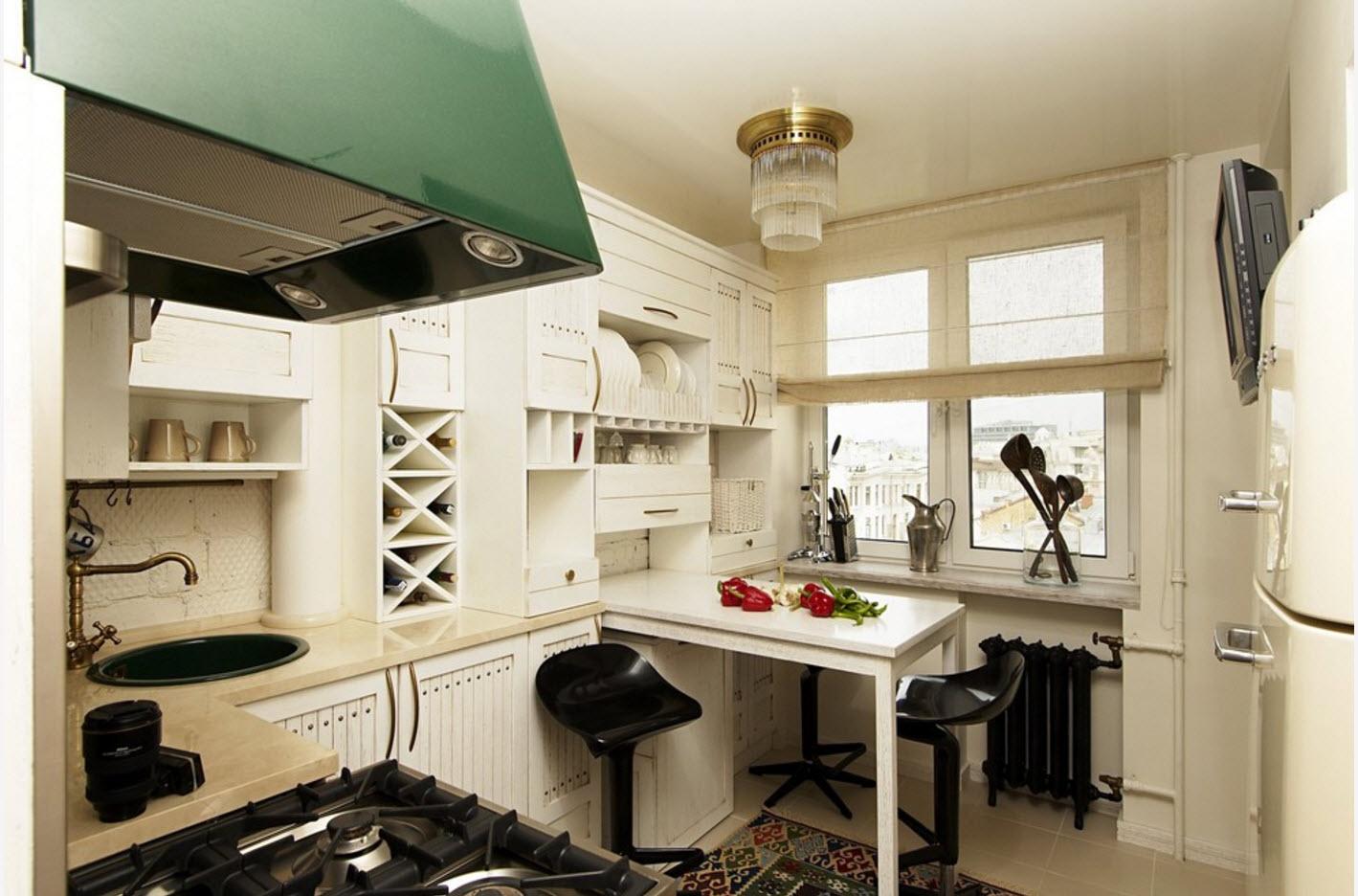 Cocina en un área pequeña. El diseño de una pequeña cocina, con un ...